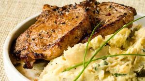 côtelettes de porc marinées & purée de pommes de terre et chou