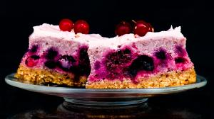 a weird & all-pink spring cake (with defrosted field berries)