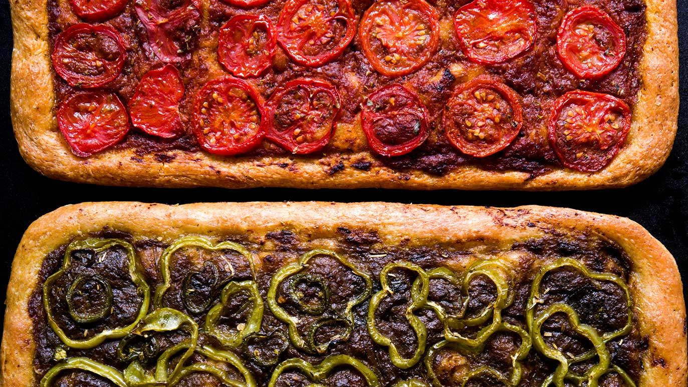 red tomato pizza-pie & green pepper pizza-pie