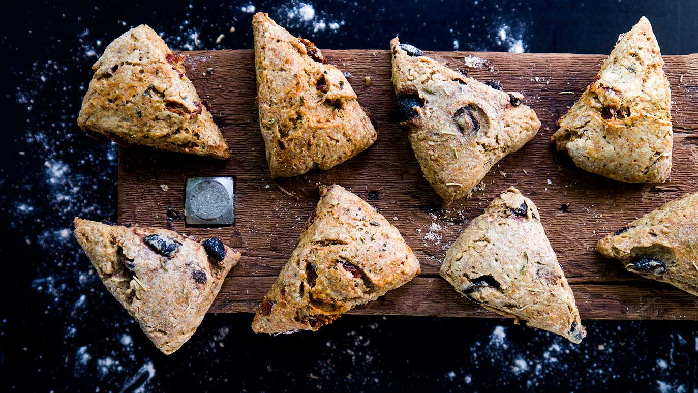 savory olive oil scones – with black olives or sun-dried tomatoes