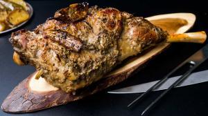 'kleftiko' (mountain-thief) roast leg of lamb