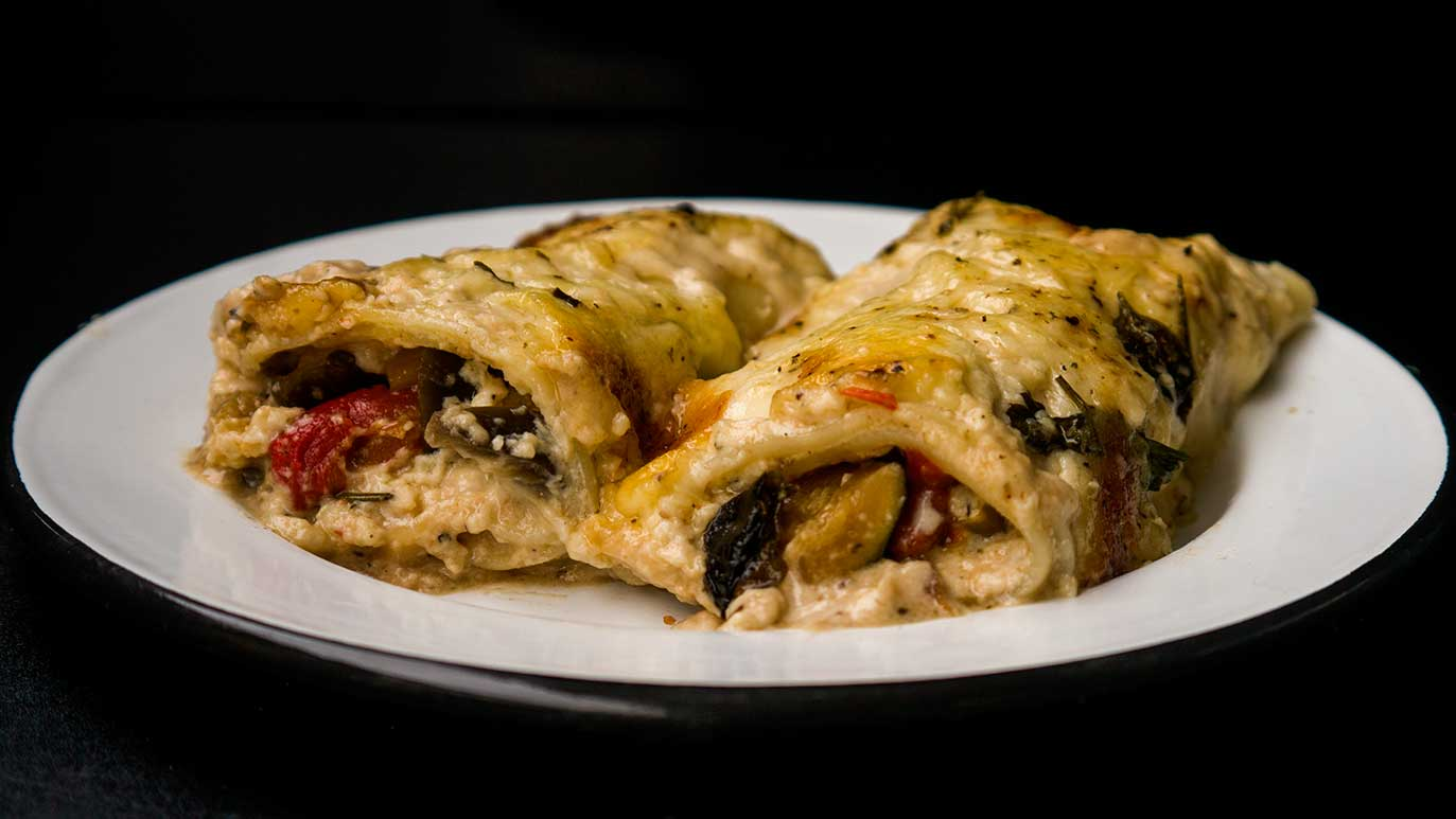 vegetable & cheese stuffed lasagna rolls