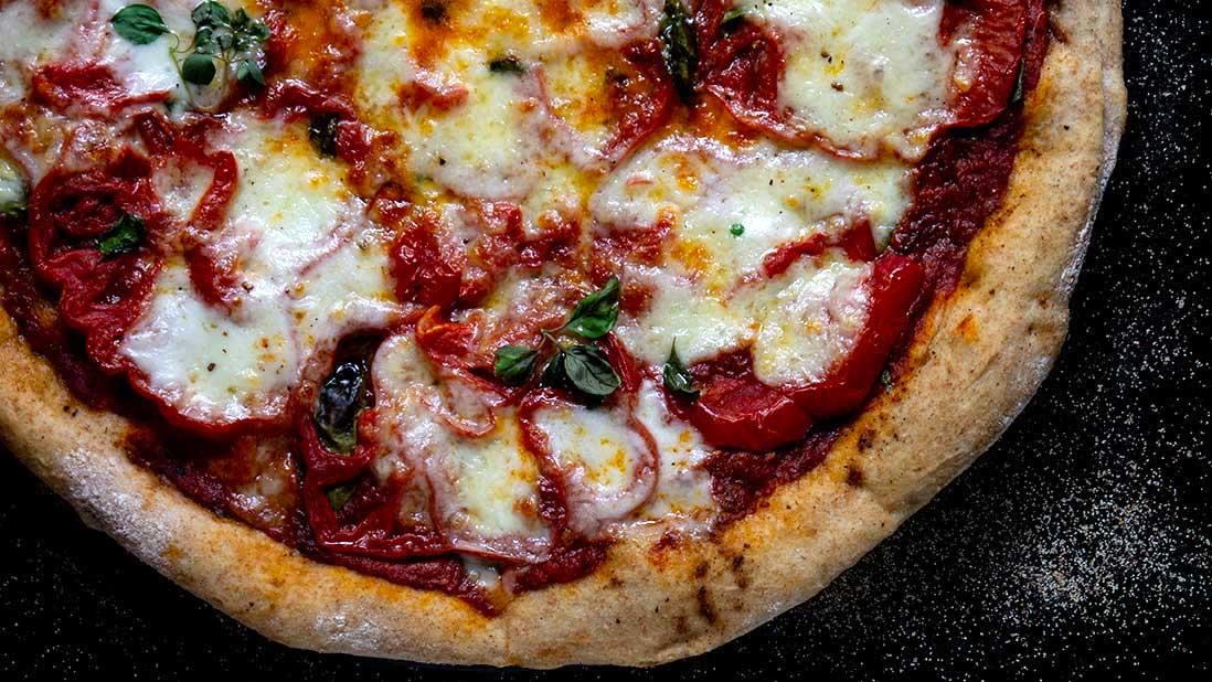 "summery ""beefsteak"" tomato & mozzarella pizza"