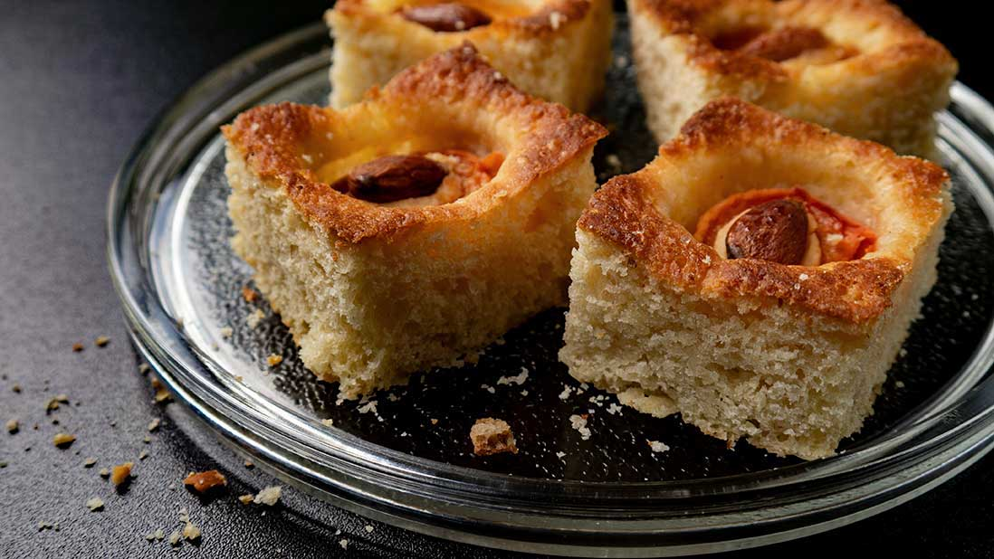 apricot & almond breakfast-cake squares