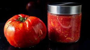 the freshest hand-crushed & no-cook heirloom tomato sauce and/or spread
