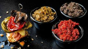 3 oven semi-dried vegetables & their 3 spreads : green peppers & red tomatoes & white mushrooms