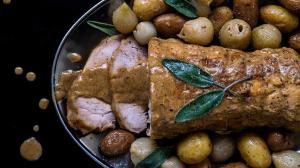 rôti de porc (ou veau) au lait & à la sauge avec pommes de terre grenailles et oignons grelots