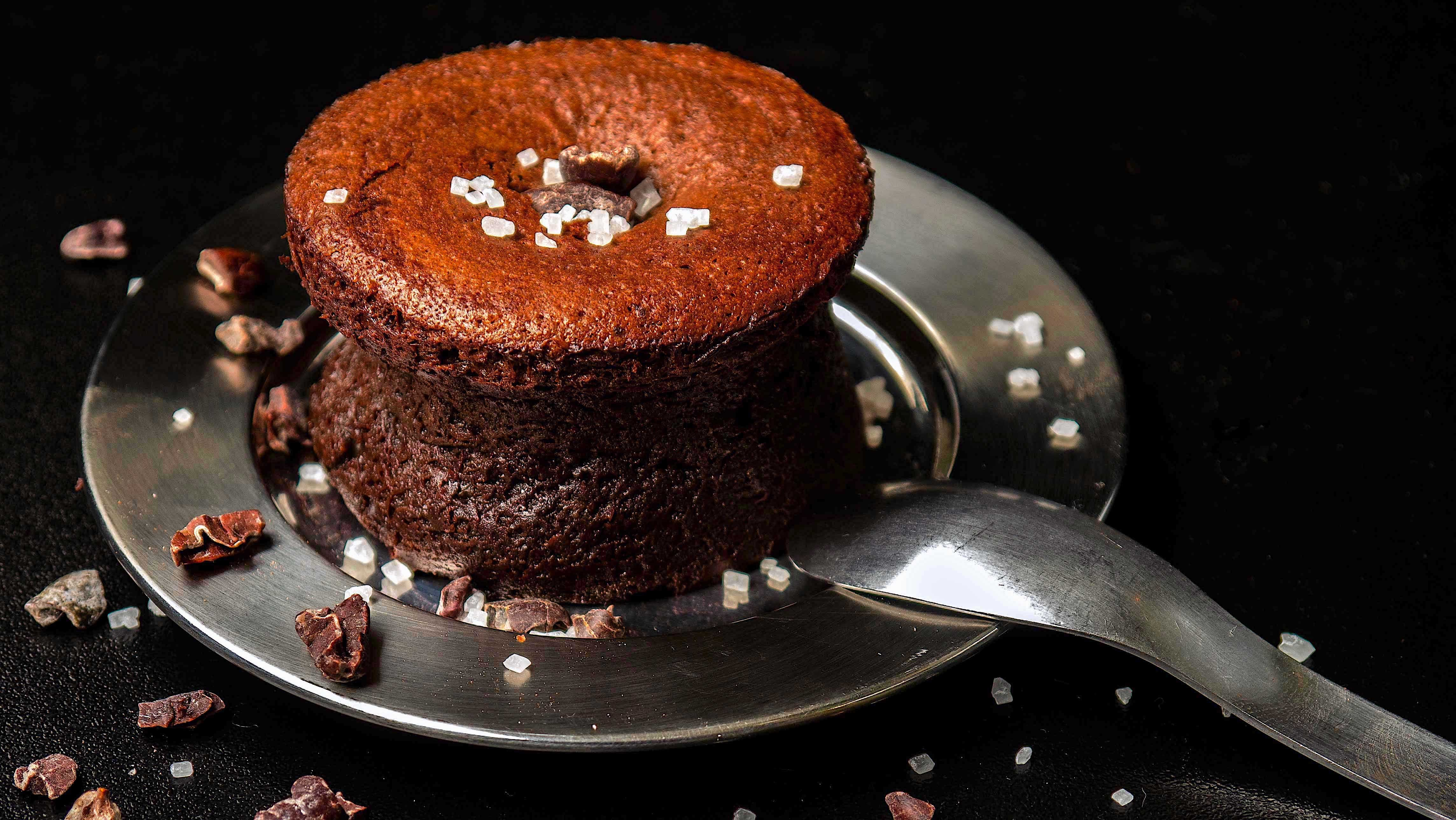 creamy & soft-centered chocolate cakes