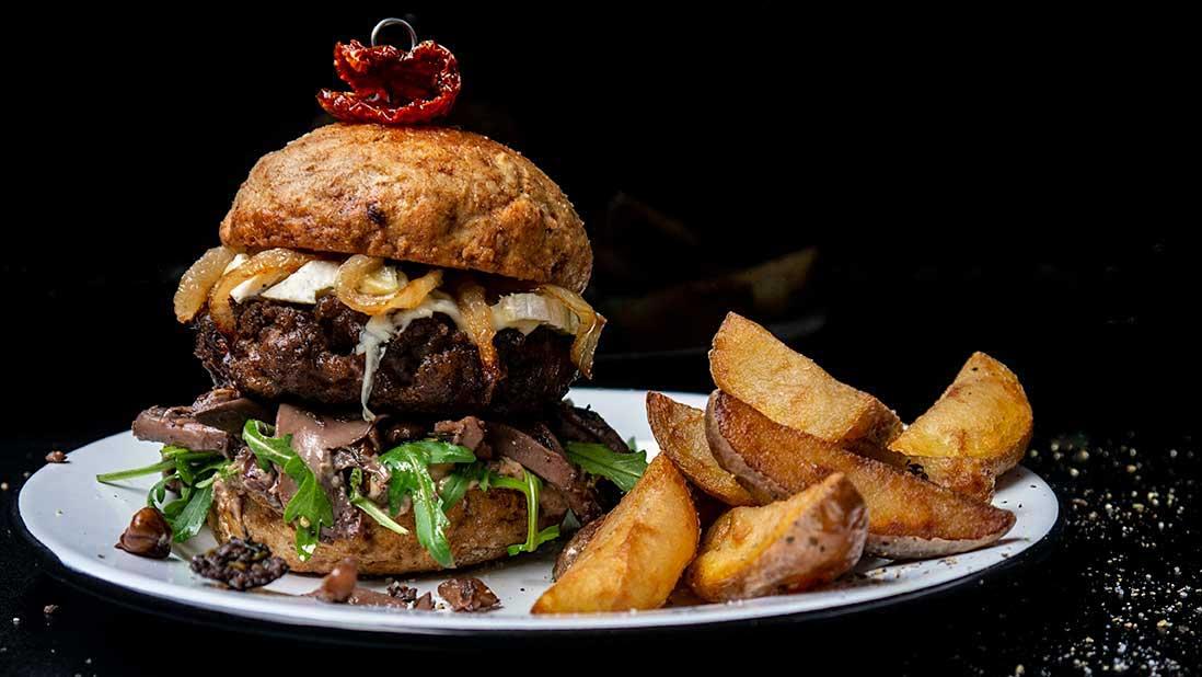 le 'plus costaud & plus bleu & plus beau' burger au boeuf & fromage bleu