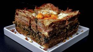 cake quadruple club-sandwich «croque monsieur & madame» triple-couche (avec un cœur aux champignons & lardons & roquette)