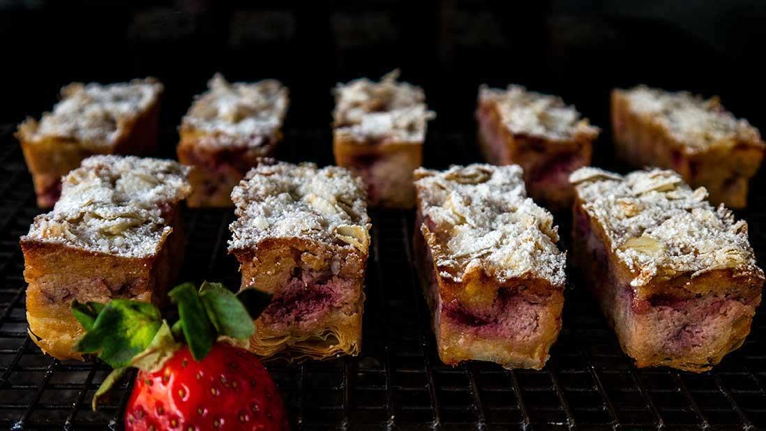 strawberry & ricotta & almond & filo shreds mini-cakes