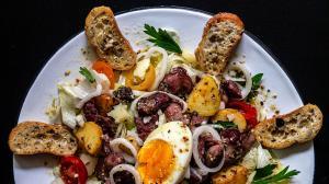 salade d'automne chaude-froide avec gésiers de canard confits & pommes de terre sautées