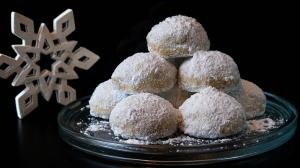 «kourabiedes» butter & almond shortbread snowball cookies (with extras !)