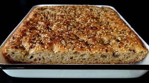 pain plat grec «lagana» au sésame & bière & huile d'olive