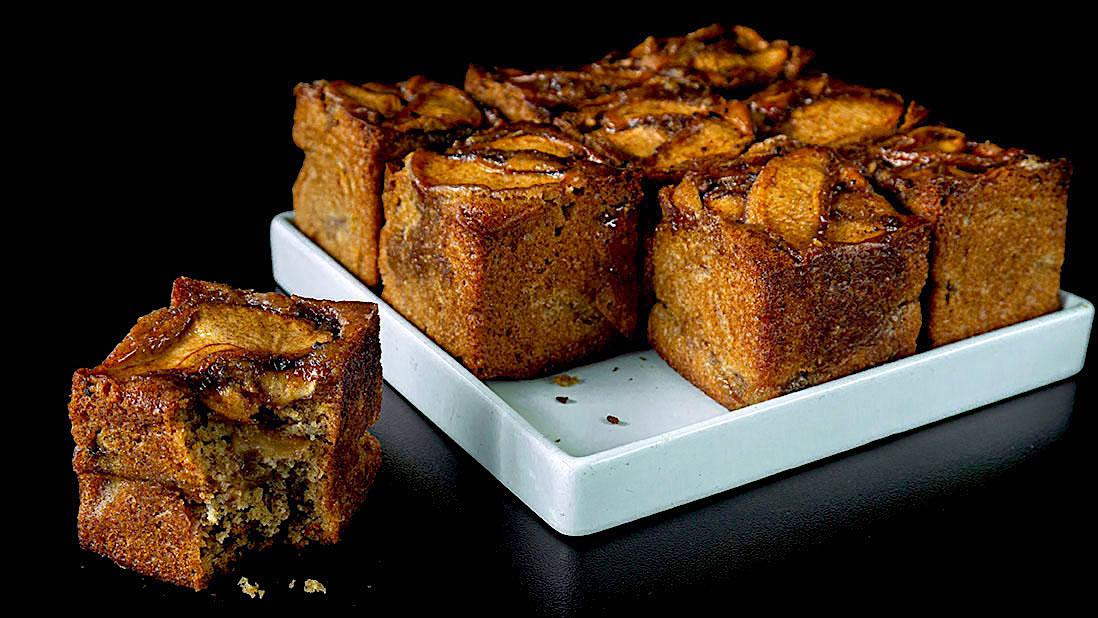gâteaux aux pommes avec épices & huile d'olive & sarrasin