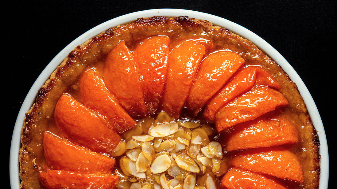 juicy apricot & almond tart with crunchy shortbread crust