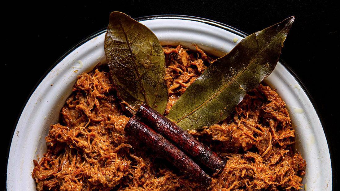 braised & shredded «kokkinisto» triple-meat sauce