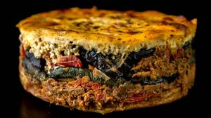 triple-moussaka (with the braised & shredded «kokkinisto» triple-meat sauce)