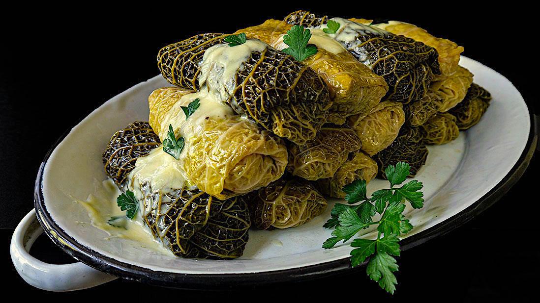 rouleaux de chou vert acidulés & farcis à la viande & au riz