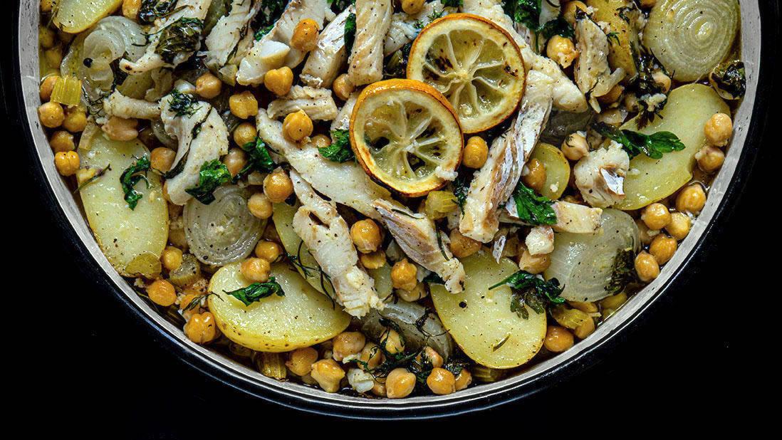 morue salée cuite au four avec légumes & pois chiches
