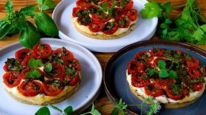 tomato ricotta tartlets